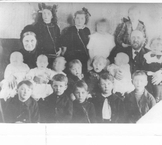 Heinrich & Elisabeth with grandchildren